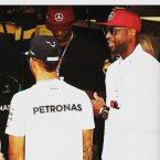 Lewis Hamilton vince il GP di Montecarlo sotto gli sguardi attenti degli amici D-Wade e Bosh
