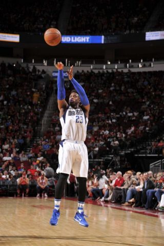 HOUSTON, TX - OCTOBER 30:  Wesley Matthews #23 of the Dallas Mavericks shoots the ball during a game against the Houston Rockets on October 30, 2016 at the Toyota Center in Houston, Texas. NOTE TO USER: User expressly acknowledges and agrees that, by downloading and or using this photograph, user is consenting to the terms and conditions of the Getty Images License Agreement. Mandatory Copyright Notice: Copyright 2016 NBAE (Photo by Bill Baptist/NBAE via Getty Images)